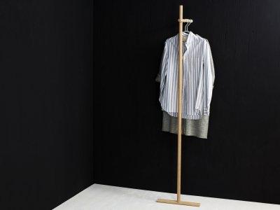 Garderobenständer STEKKA von kommod Seitenansicht