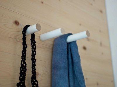 Garderobenhaken STABS weiß lackiert von kommod