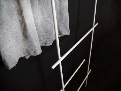 Kleiderleiter ENDRA in weiß von kommod Detailansicht