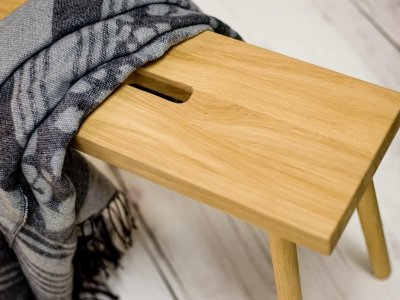 Holzschemel HOQDI Eiche von kommod Detailansicht